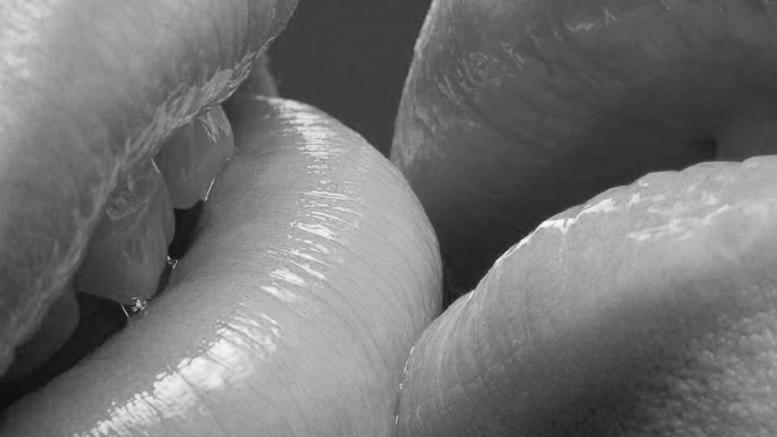Amber Waterfall ASMR - Нежные и Мягкие поцелуи.